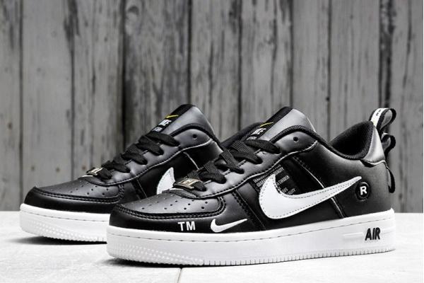 Женские кроссовки Nike Air Force 1 '07 LV8 Utility черные с белым