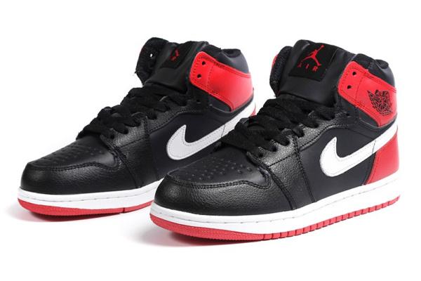 Женские высокие кроссовки на меху Nike Air Jordan 1 Retro High черные с красным