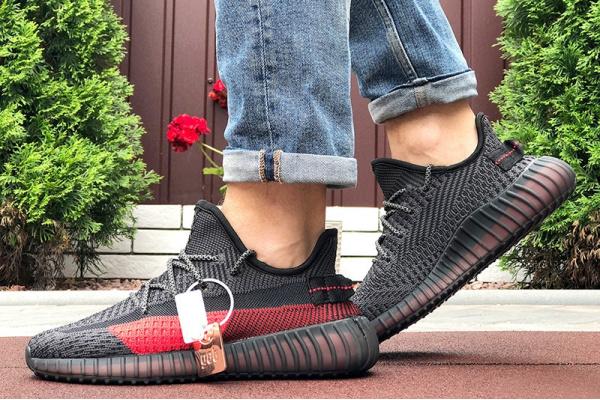 Мужские кроссовки Adidas Yeezy Boost 350 черные с красным