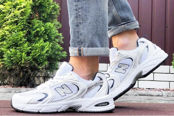 Мужские кроссовки New Balance 530 белые с серебряным