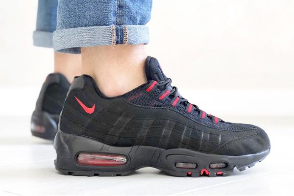 Мужские кроссовки Nike Air Max 95 черные с красным (black/red)