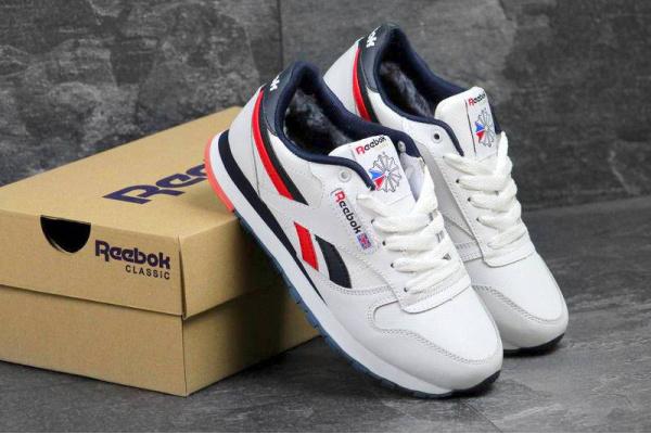 02c08e23 Женские зимние кроссовки на меху Reebok Classic Leather AP белые с синим и  красным
